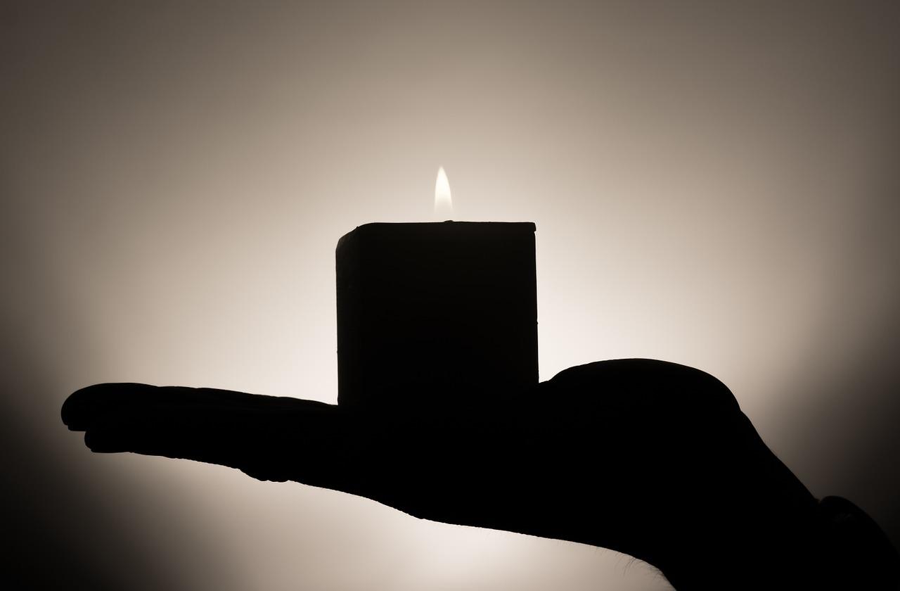 Kerze Hand halten
