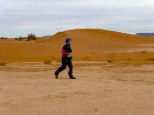 Marokko Gehen in der Wüste