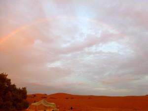 Regenbogen in der Wüste