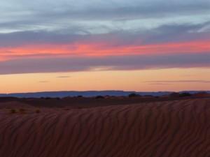 Abendstille in der Wüste zwischen Tag und Traum