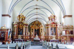 Blick auf den Altar in der Abteikirche